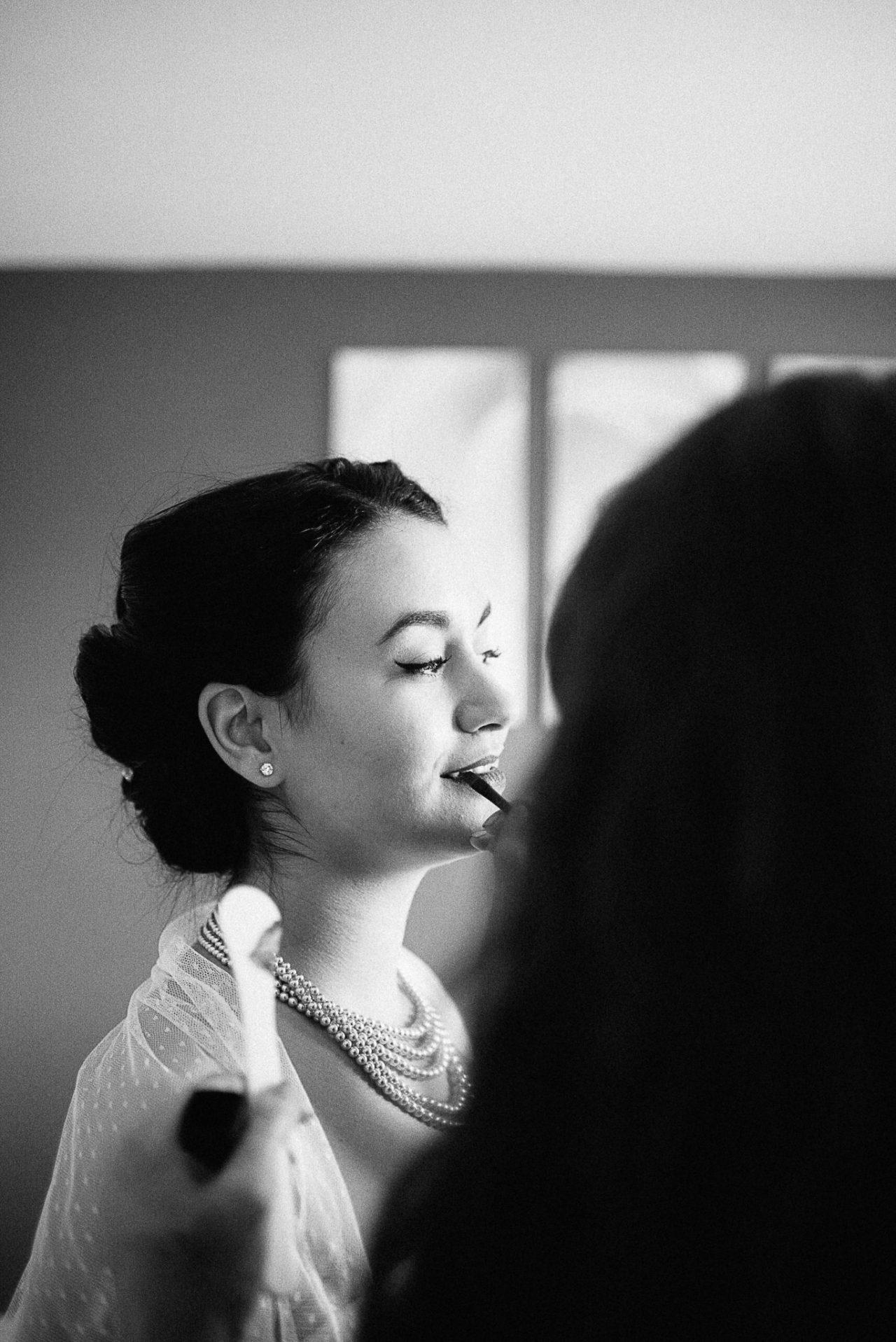 Dernière retouche de maquillage avant de découvrir son futur mari