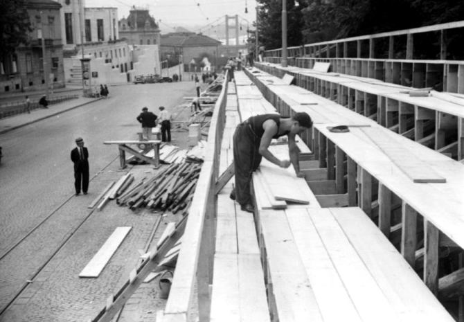 Construction of tribunes in Francuska street