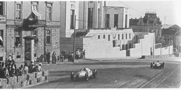 Car race - view in Francuska street