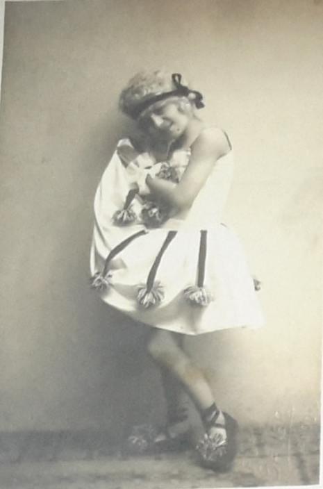 Девојчица маскирана за Пуримски бал