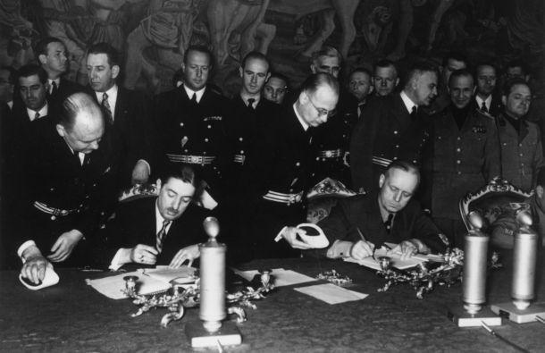 Потписивање тројног пакта