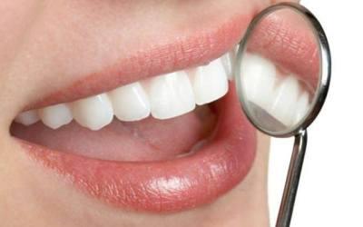 Les neteges dentals espatllen l'esmalt?