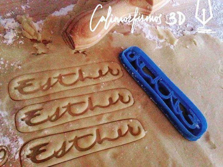 Cortadores de galletas con caligrafía