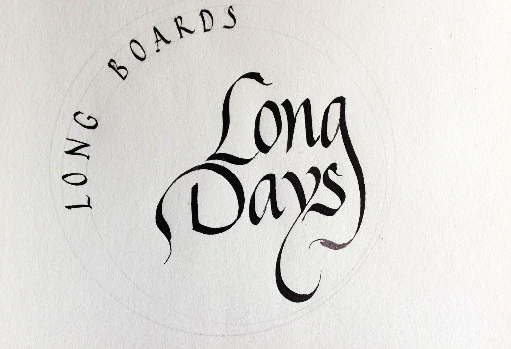 Logo Long Days caligrafiado