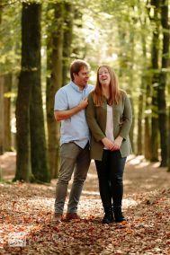 Moment-Design-Loveshoot-in-het-bos-Lage-Vuursche-Trouwfotograaf-Gouda