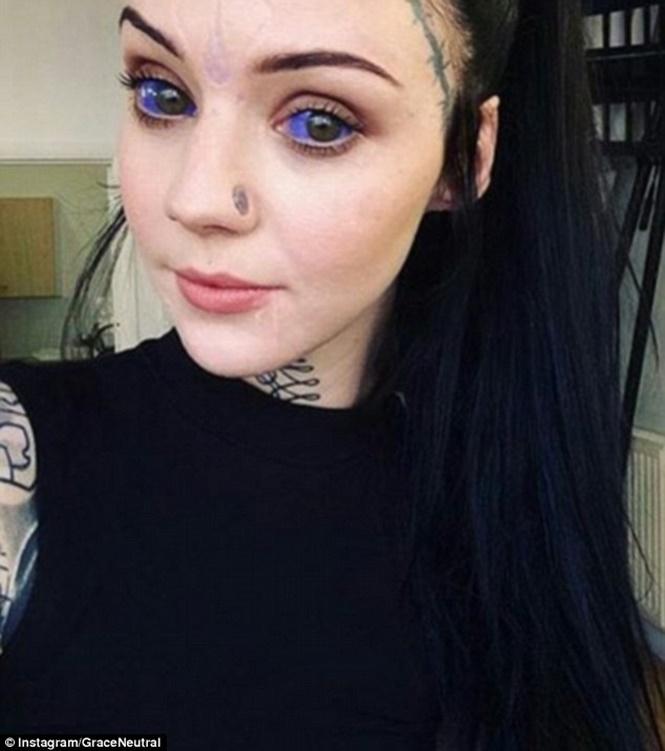 Jovem Remove Umbigo Tatua Olho E Deixa Lngua Bifurcada