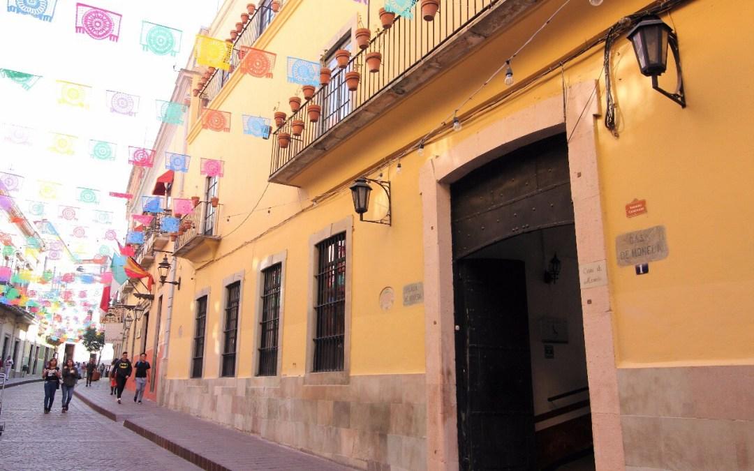 De lujo: limpian fachada de antiquísima casona colonial