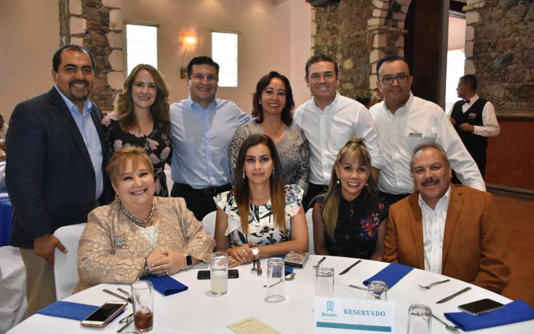 Condecora Navarro a 22 docentes del municipio en homenaje al magisterio