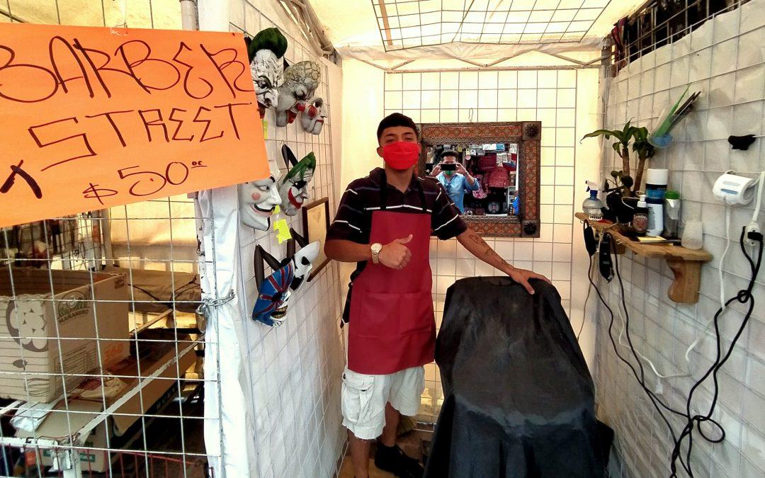 EMPRENDEDOR: Sale Jonathan a cortar el pelo al centro de Guanajuato