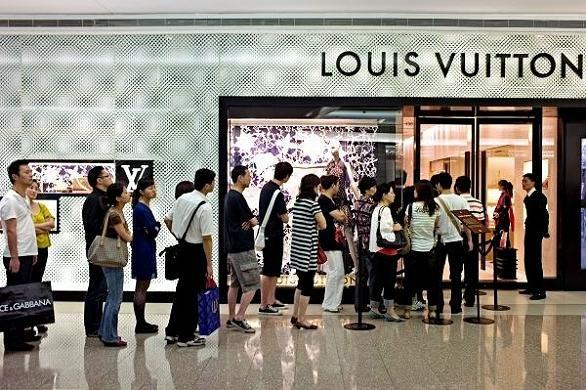 RETAIL DESIGN – Lojas Flagship, Boutiques         e          Multimarcas (1/6)