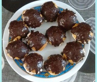 Miguelitos con nata y chocolate