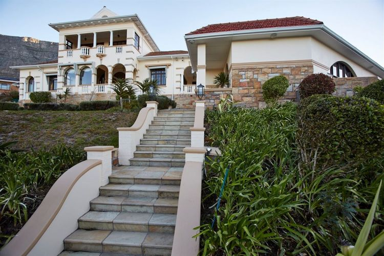6 Bedroom House For Sale in Orangezicht 6 Marmion Road R29750000