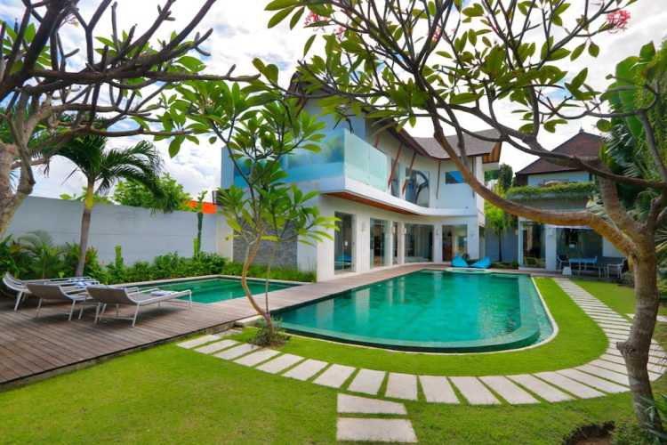 Luxury Villa Miro in Seminyak Bali Indonesia Stone Walkway Railway Sleeper Path in Green Lawn (1)