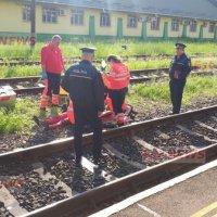 Un tânăr de 27 de ani s-a spânzurat, iar după trei ore, mama lui s-a aruncat de pe pasarela din Gara Vaslui