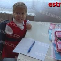 (VIDEO) Povestea elevei fără mâini, din Bârlad. Delia învață să scrie ținând stiloul cu gura