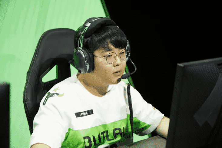 """Seung-soo """"Jecse"""" Lee competes during his time with the Houston Outlaws"""