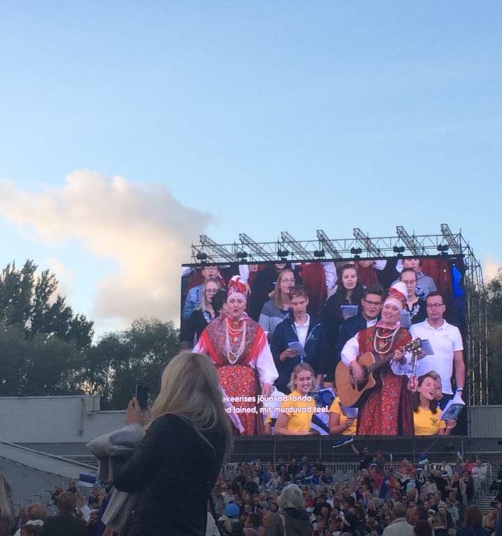 エストニア人が涙を流しながら歌う理由