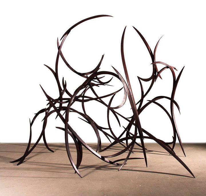 Juego de líneas y curvas en las esculturas de Mar Solís