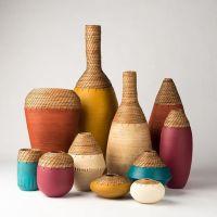 Jarrones de cerámica y cestería elaborados por Hannie Goldgewicht