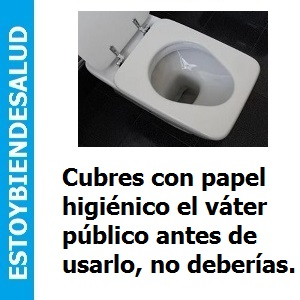Cubres con papel higiénico el váter público antes de usarlo, no deberías.