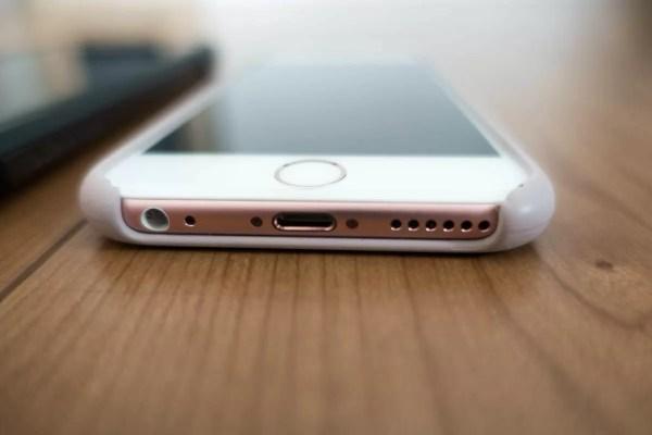 iPhone 6sとApple純正シリコンケース