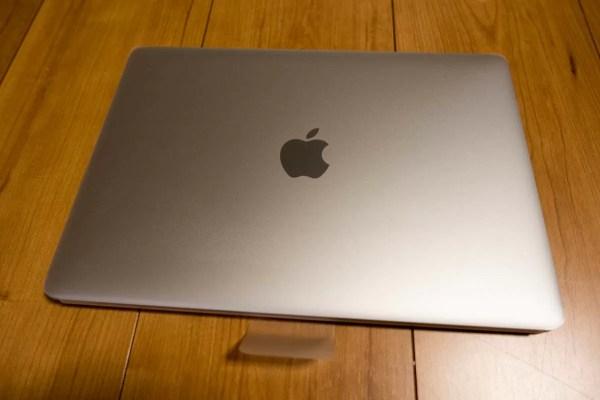 こちらがMacBook(Early 2016)の本体