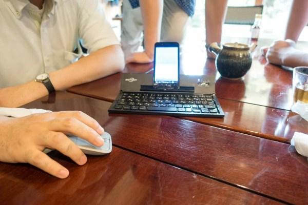 Windows Phoneと接続するとマウスも繋がりまるでPC