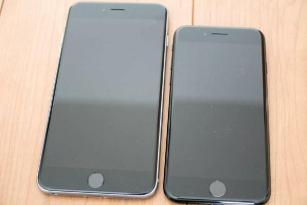 左がiPhone 6s Plus、右がiPhone 7