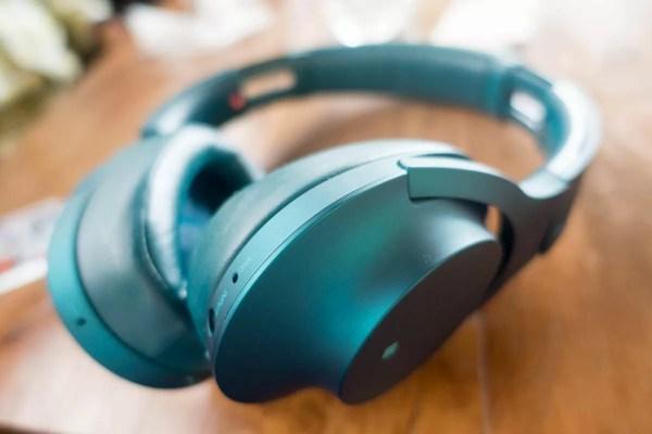 ソニーのワイヤレスヘッドフォン「h.ear on (MDR-100A)」