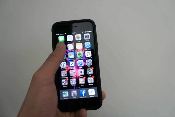 iPhone 7はちょっと延ばさないと届かない