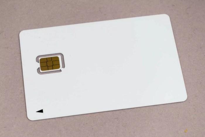 nuroモバイルのSIMパッケージに入っていたのは真っ白なSIM