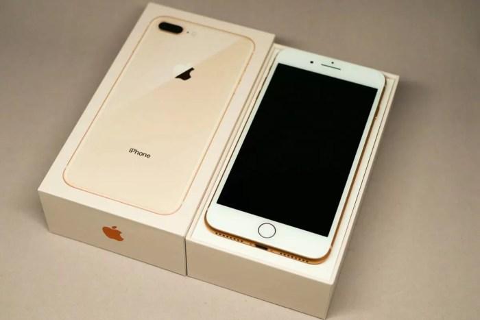 iPhone 8 Plusと化粧箱