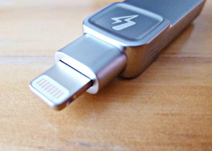 datatraveler-bolt-duo iPhoneにさす側