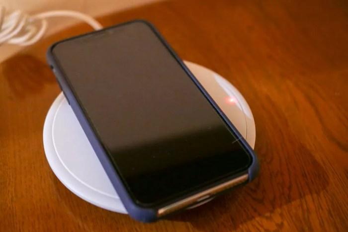 iPhone Xを充電