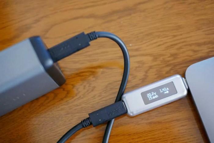 P104072312インチMacBookは定格の30Wで充電