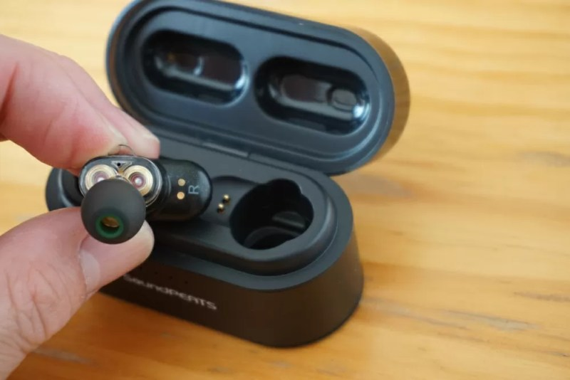 SoundPEATS(サウンドピーツ) Truengine Bluetooth イヤホン 充電ケースの金色の点とイヤホンの金色の点