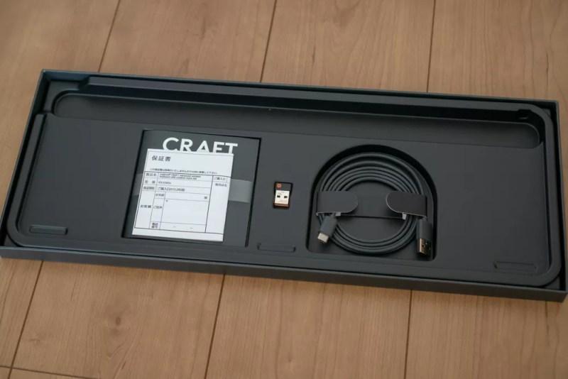 USB-Cケーブルと保証書