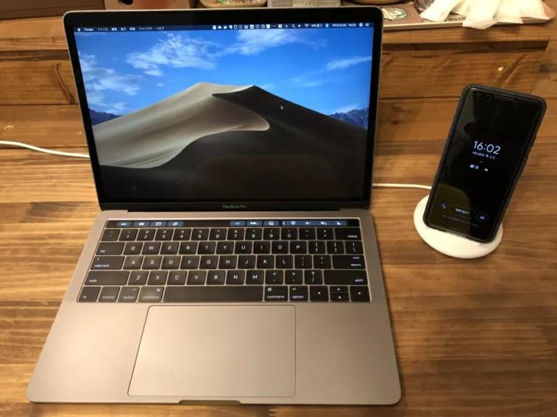 Macbook Proの横に置いても邪魔にならない