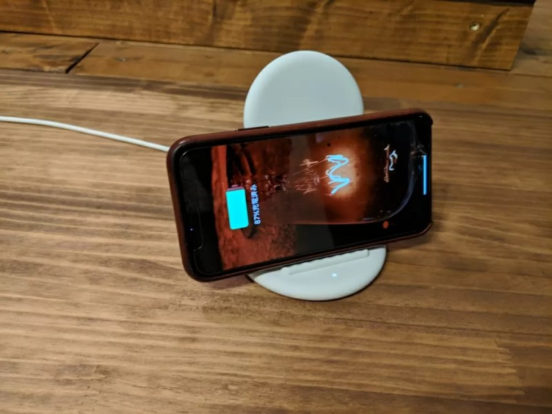 iPhone Xを横向きに置いても問題なく充電できた