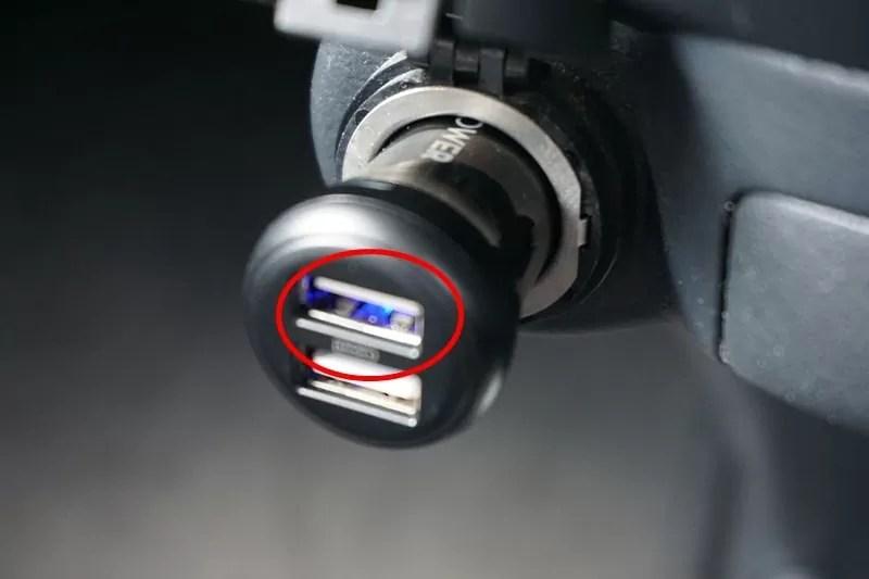 【RAVPower カーチャージャー シガーソケット USB 車載充電器】エンジンがかかるとLEDが光る