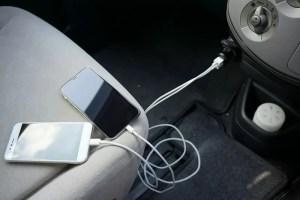 【RAVPower カーチャージャー シガーソケット USB 車載充電器】問題なく充電できる