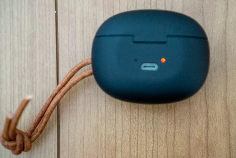 充電はmicro-USB