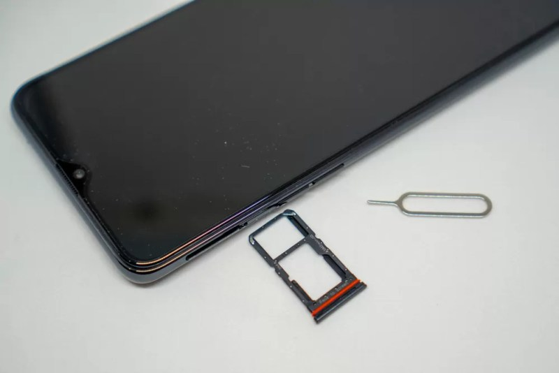 nano-SIM2枚のデュアルSIM対応