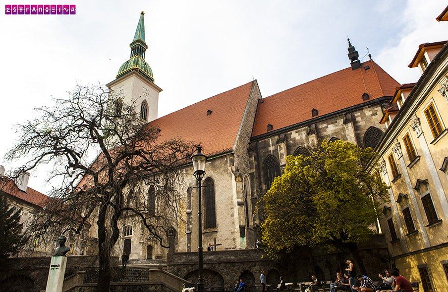 st-martins-cathedral-bratislava-eslovaquia