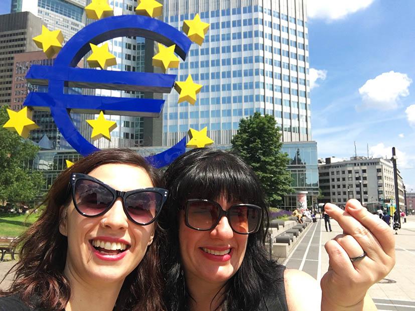 o-que-fazer-em-frankfurt-eurotower-simbolo-euro