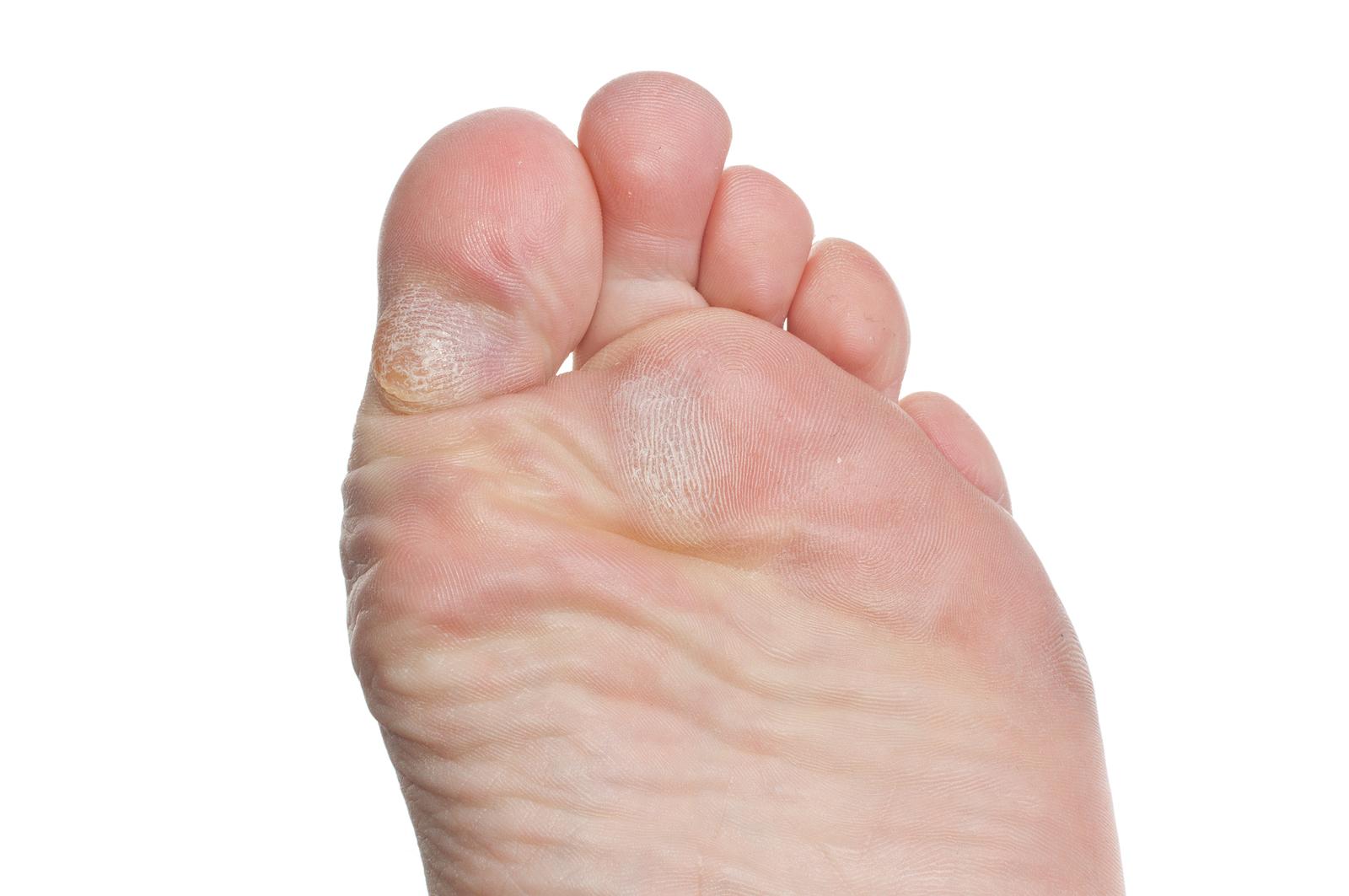 Член между пальцев ног фото, Дрочит хуй ногами увлекательное порно фото порева 21 фотография