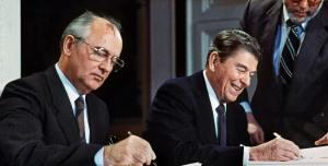 Fin de la Guerra Fría - Gorbachev y Reagan