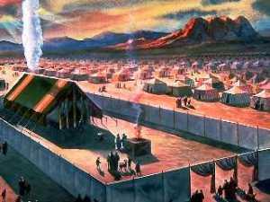 El primer santuario terrenal - el santuario de cortinas construido en el tiempo de Moisés.