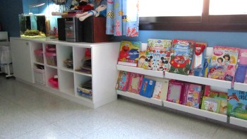 Hogar - Playroom - Biblioteca y mueble de audio y video