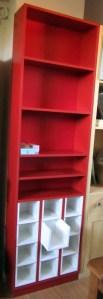 Hogar - Playroom - Biblioteca con cajones en melamina roja
